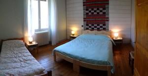 Les chambres et le dortoir du gite inspiration vercors for Fenetre 90x140